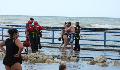 two-children-pulled-from-lake-michigan-off-south-haven